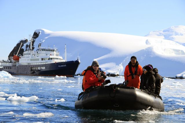 ©  Joerg Ehrlich / Oceanwide Expeditions - Débarquement du Plancius - Antarctique