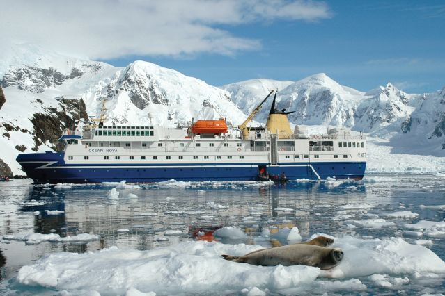 © Phil Algar/Axxi - L Ocean Nova en Antarctique