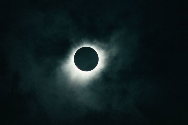© Grossruck / Adobe Stock - Eclipse solaire