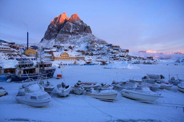 Uummannaq au premier feu du soleil - Groenland