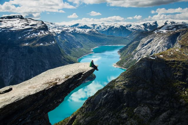 © Asgeir Helgestad/Artic Light AS/visitnorway.com - Trolltunga - Norvège