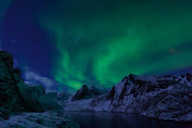 Aurore Boreale dans les montagnes - Lofoten - Norvège