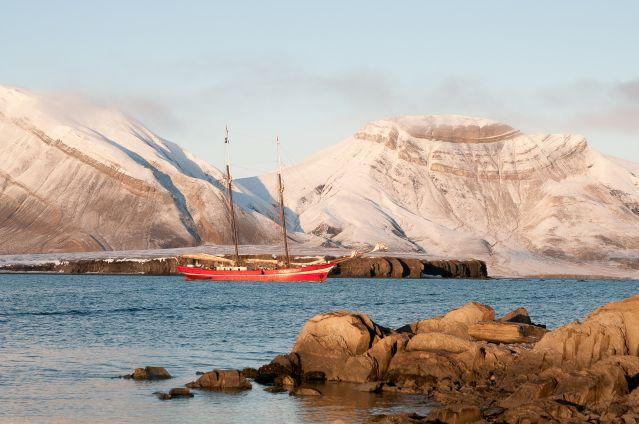© Le Noorderlicht près des côtes du Spitzberg - Norvège - Gérard Bodineau
